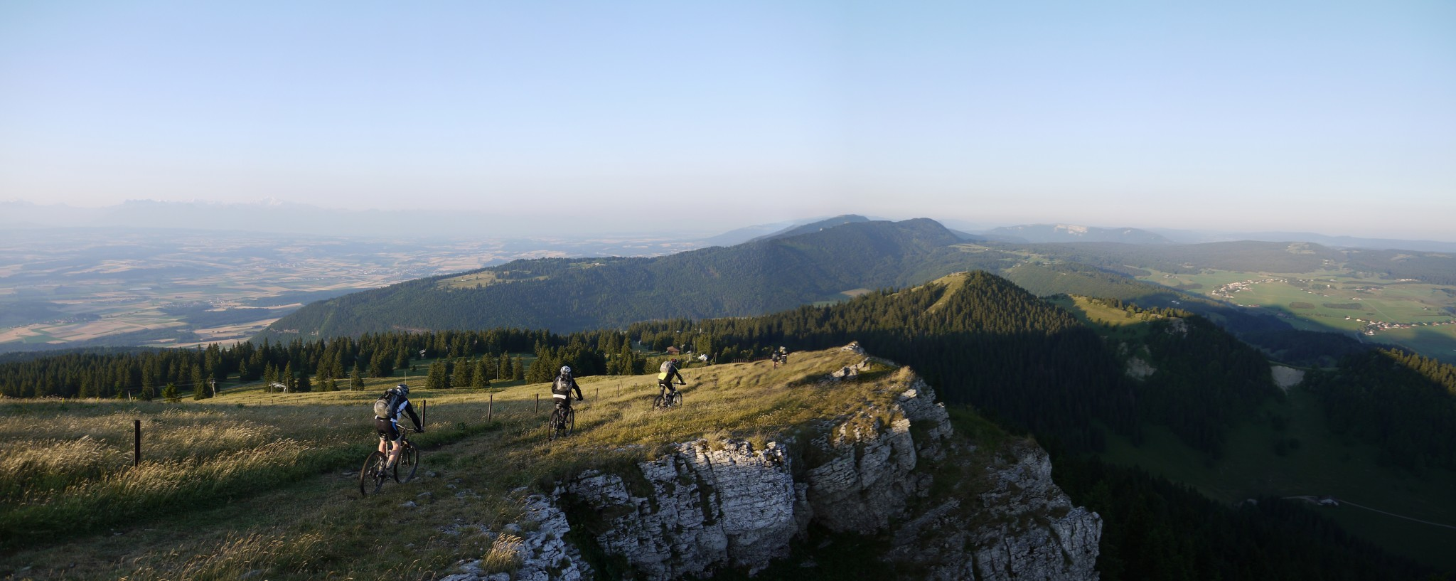 18-TR-MTB-TransJuranne_15_Crètes_Gipfel_Panorama1